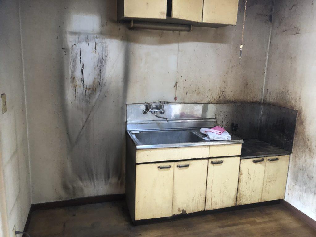 不用品回収後のキッチン